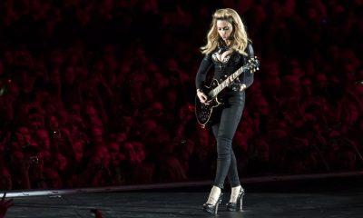 Madonna esiintyi rinnat paljaana varainkeruutapahtumassa