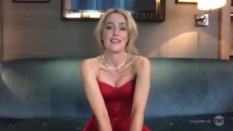 Gillian Anderson lopetti rintaliivien käytön