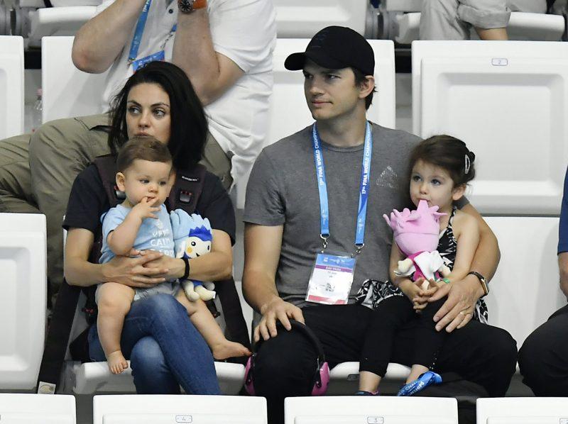 Ashton Kutcher ja Mila Kunis pesevät lapsiaan vain, kun lika on selvästi näkyvillä