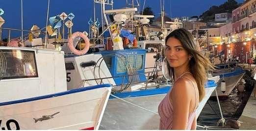 Kendall Jenner lähes alast Met Gaalassa: tämä asu käänsi päitä