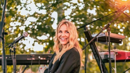 Laulaja Ilta meni naimisiin vain alle vuoden seurustelun jälkeen