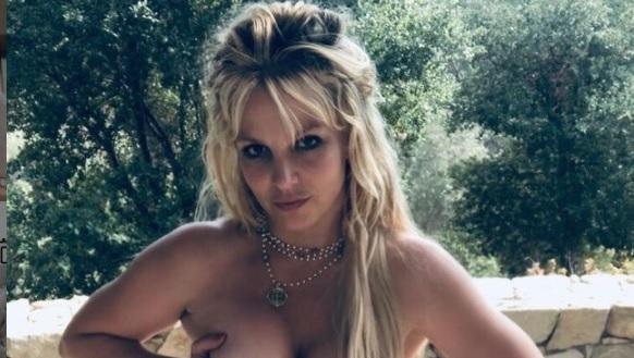 Britney Spears täysin alastomana kuvasarjassa! Tätä paljastavammaksi kuvat eivät enää mene