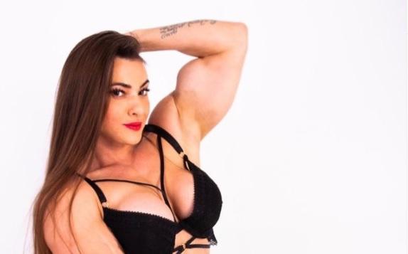 Brasilialainen kehonrakentaja sanoo, ettei poikkeuksellisen lihaksikas keho estä häntä olemasta naisellinen: peto salilla, leidi kaduilla