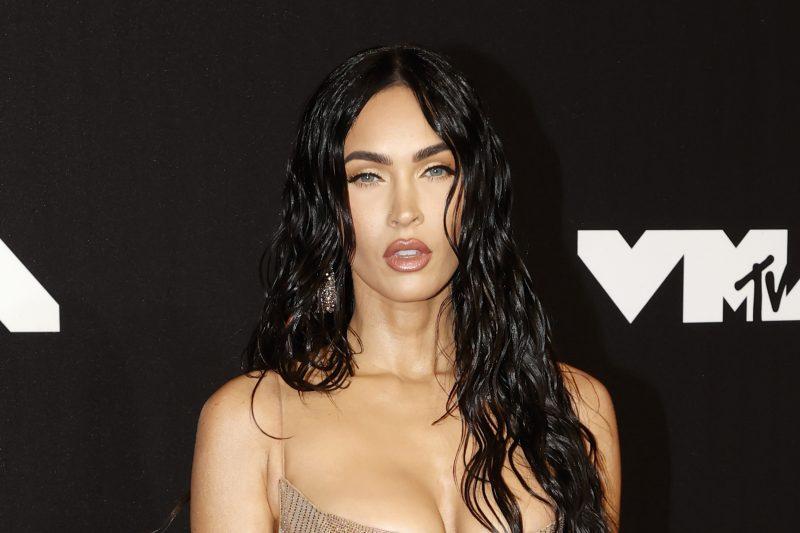 """Megan Fox muistuttaa vaaleilla hiuksillaan Kim Kardashiania: """"Olin varma, että tässä kuvassa on Kim"""""""