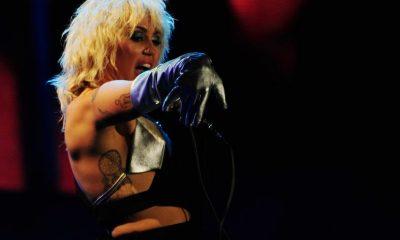 Miley Cyrus pyllisteli kameralle verkkopikkareissa - onko tämä jo somesääntöjen vastaista?