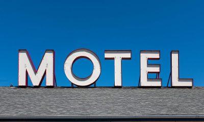 Nainen löysi salaisen käytävän motellihuoneensa alta: henkilökunta kielsi kyselemästä kysymyksiä