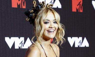 Rita Ora rinnat paljaana Kalifornian Malibussa - nareskeli kameralle