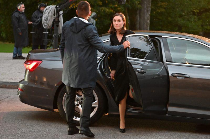 Sanna Marinin tilaisuus herätti närää: Cheek ja Paula Vesala kommentoivat napakasti